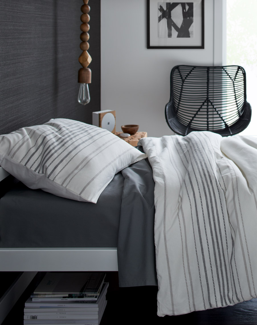 JeffJohnson_Photography_Modern_Interior_Design_Bed_Room